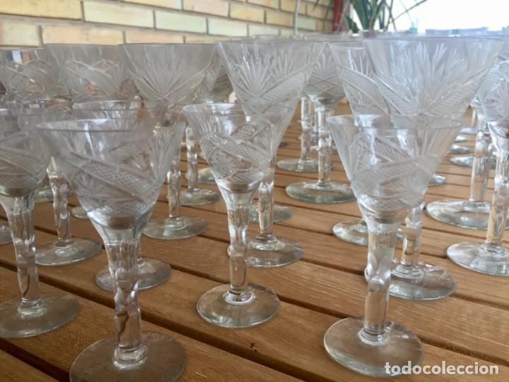 Antigüedades: Antigua Cristalería tallada 57 piezas + jarra y botella - Foto 8 - 160880710