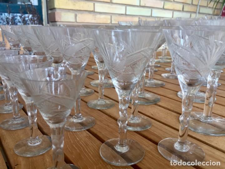 Antigüedades: Antigua Cristalería tallada 57 piezas + jarra y botella - Foto 11 - 160880710