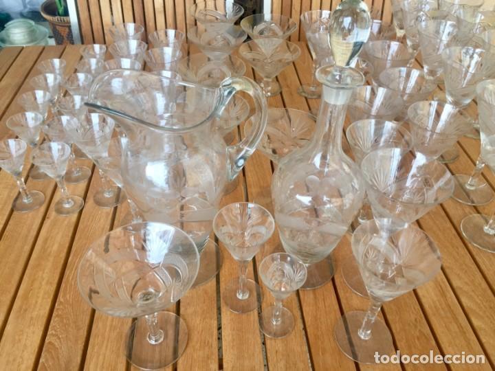 Antigüedades: Antigua Cristalería tallada 57 piezas + jarra y botella - Foto 24 - 160880710