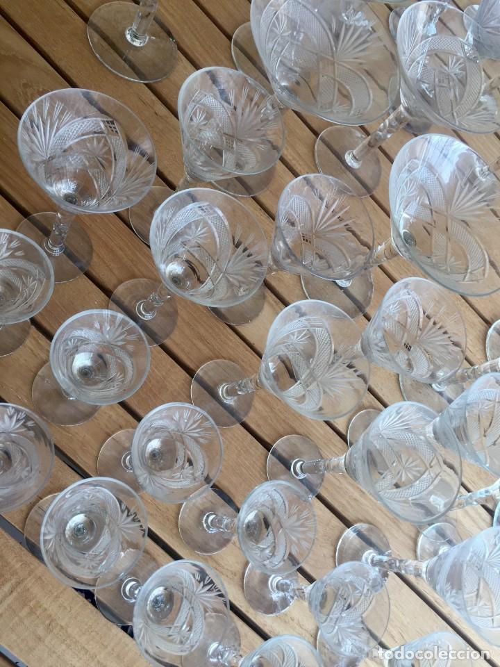 Antigüedades: Antigua Cristalería tallada 57 piezas + jarra y botella - Foto 26 - 160880710
