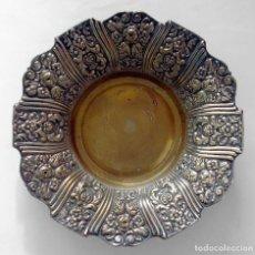 Antigüedades: ANTIGUO PLATO VICTORIANO DE COBRE Y BAÑO PLATA CENTRO DE MESA METAL. Lote 160961190