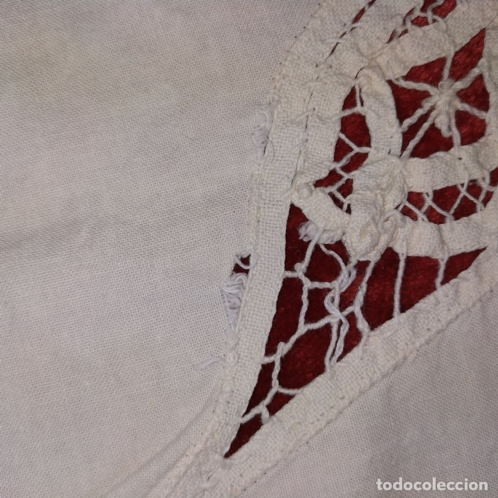 Antigüedades: MANTEL. ALGODÓN BORDADO A MANO. APLICACIÓN DE ENCAJES. ESPAÑA. SIGLO XX - Foto 23 - 198110022