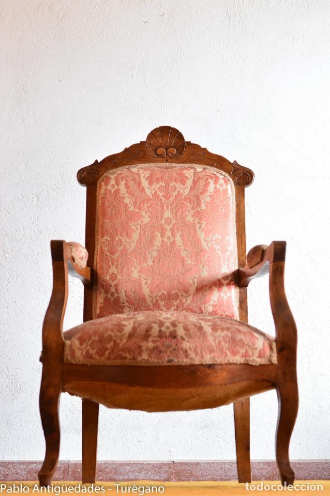 Antigüedades: Butaca o silla Luis XV en madera de nogal tallado - Tapizado en motivos vegetales - Silla Isabelina - Foto 2 - 160976478