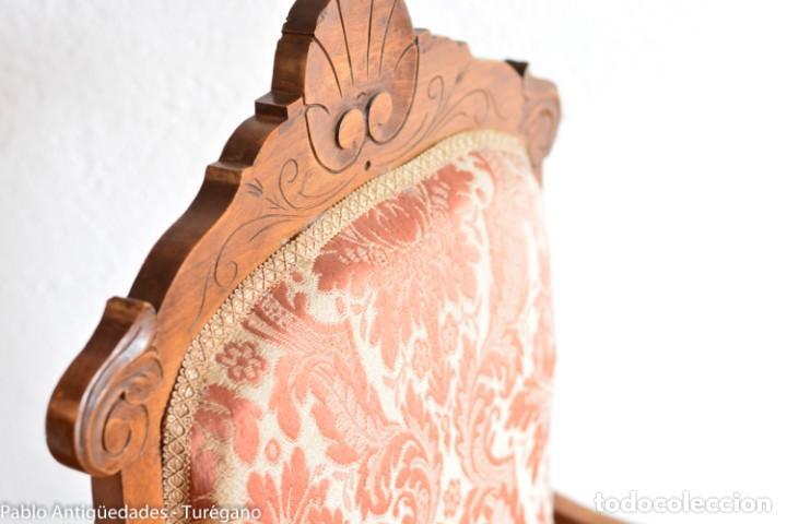 Antigüedades: Butaca o silla Luis XV en madera de nogal tallado - Tapizado en motivos vegetales - Silla Isabelina - Foto 3 - 160976478