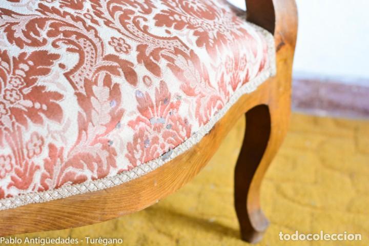 Antigüedades: Butaca o silla Luis XV en madera de nogal tallado - Tapizado en motivos vegetales - Silla Isabelina - Foto 6 - 160976478