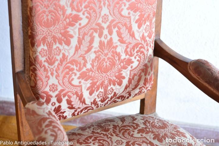 Antigüedades: Butaca o silla Luis XV en madera de nogal tallado - Tapizado en motivos vegetales - Silla Isabelina - Foto 8 - 160976478