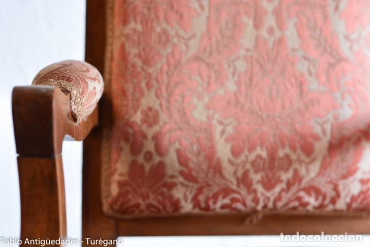 Antigüedades: Butaca o silla Luis XV en madera de nogal tallado - Tapizado en motivos vegetales - Silla Isabelina - Foto 9 - 160976478