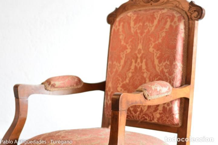 Antigüedades: Butaca o silla Luis XV en madera de nogal tallado - Tapizado en motivos vegetales - Silla Isabelina - Foto 15 - 160976478