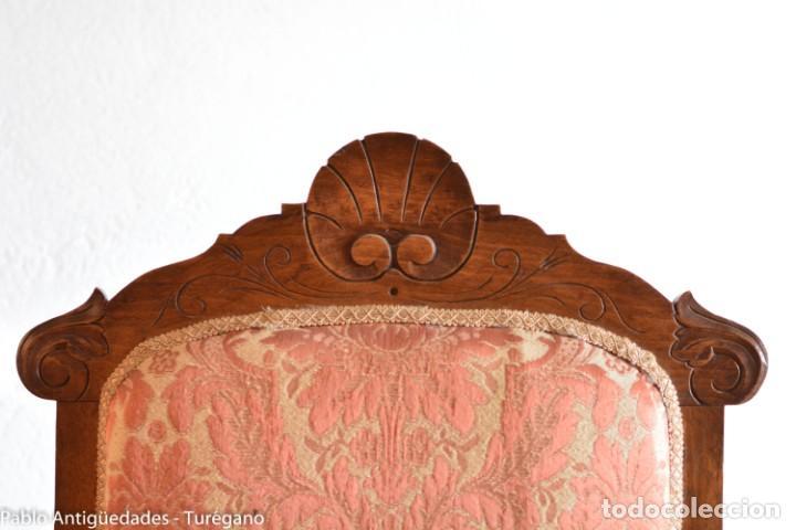 Antigüedades: Butaca o silla Luis XV en madera de nogal tallado - Tapizado en motivos vegetales - Silla Isabelina - Foto 16 - 160976478