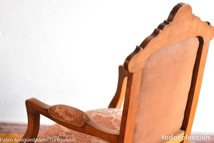 Antigüedades: Butaca o silla Luis XV en madera de nogal tallado - Tapizado en motivos vegetales - Silla Isabelina - Foto 17 - 160976478