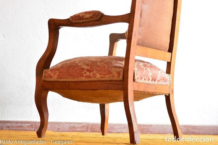 Antigüedades: Butaca o silla Luis XV en madera de nogal tallado - Tapizado en motivos vegetales - Silla Isabelina - Foto 21 - 160976478