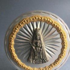 Oggetti Antichi: IMAGEN DE LA VIRGEN DEL REMEI DE CAMPRODON, EN METAL, SOBRE SOPORTE DE ALUMINIO. Lote 160978134