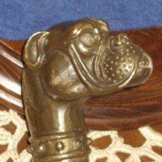Antigüedades: MANGO DE BASTON PERRO DOGO,EN BRONCE O LATON.. Lote 161106082