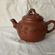 Antiguidades: TETERA CHINA EN CERAMICA. MARCADA. SIGLO XIX.. Lote 161121314