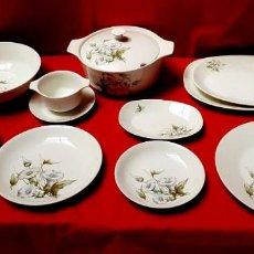 Antigüedades: VAJILLA ROYAL CHINA VIGO (SANTA CLARA), 56 PIEZAS, NUEVA, SIN USAR. Lote 161134654