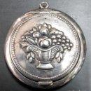 Antigüedades: CAJA DE ALPACA CON PEQUEÑO ROSARIO DE OPALINA AZUL Y METAL DE FINALES DEL SIGLO XIX. Lote 161140290