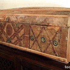 Antigüedades: BAÚL FORRADO EN PIEL, S.XIX. Lote 161180434