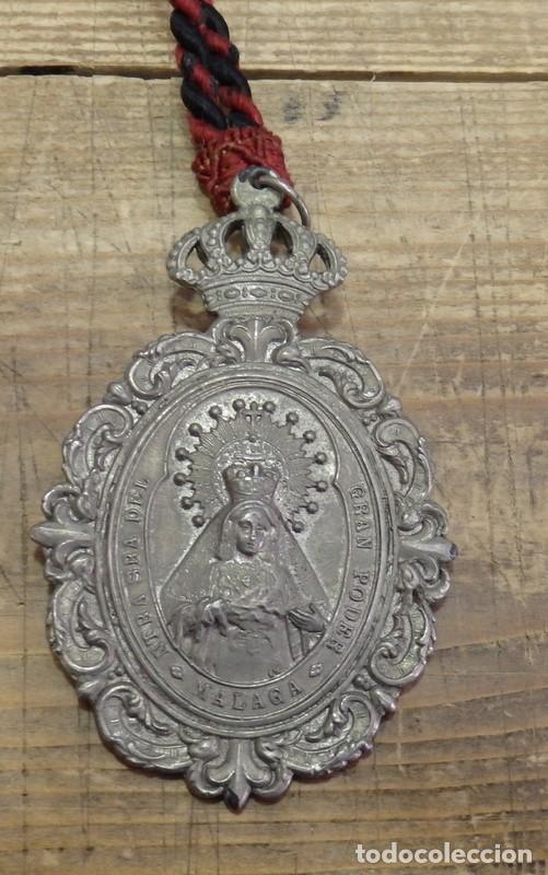 Antigüedades: SEMANA SANTA MALAGA, MEDALLA CON CORDON HERMANDAD DE LA MISERICORDIA - Foto 2 - 161206082