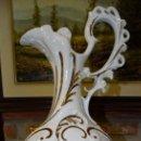 Antigüedades: JARRÓN DE FLORES. PORCELANA SELLO ROSA. . Lote 161223998
