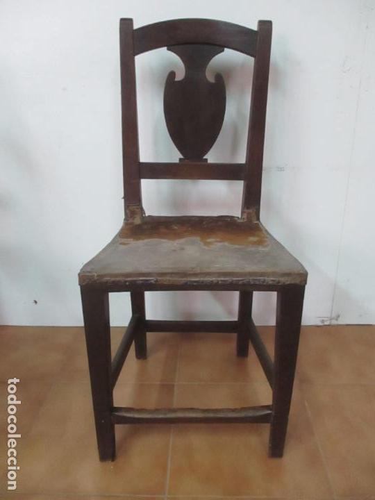 Antigüedades: Pareja de Sillas Carlos IV - Silla - Madera de Nogal - Tapicería en Piel Original - Finales S. XVIII - Foto 2 - 161252406