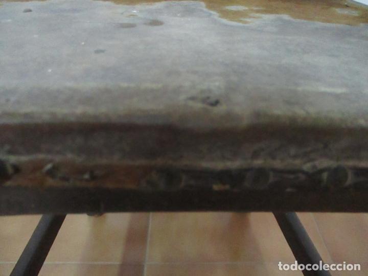 Antigüedades: Pareja de Sillas Carlos IV - Silla - Madera de Nogal - Tapicería en Piel Original - Finales S. XVIII - Foto 6 - 161252406