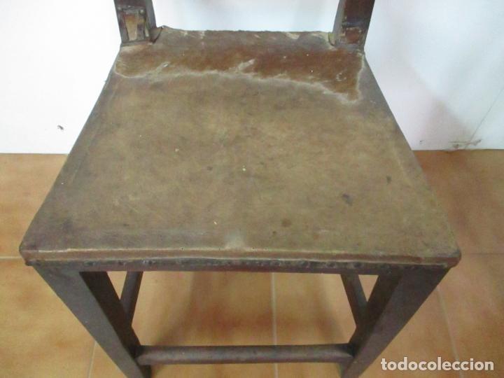 Antigüedades: Pareja de Sillas Carlos IV - Silla - Madera de Nogal - Tapicería en Piel Original - Finales S. XVIII - Foto 16 - 161252406