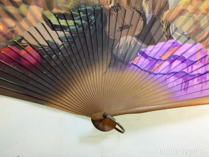 Antigüedades: Enorme y bonito abanico antiguo pintado a mano. Pareja andaluza de enamorados.País litografiado. - Foto 4 - 161295958