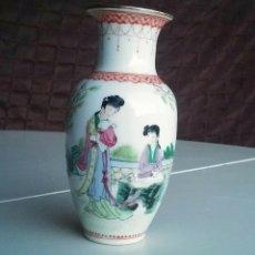 Antigüedades: JARRÓN DE PORCELANA CHINA DE MACAU. Lote 161301058