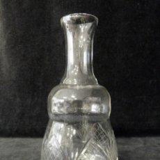 Antigüedades: ANTIGUA BOTELLA DE CRISTAL TALLADO DE 21 CM. AÑOS 20. Lote 161323510