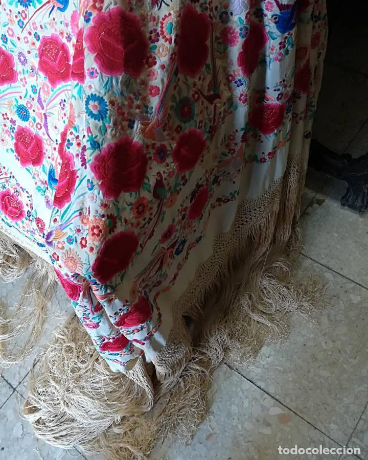 Antigüedades: Mantón antiguo muy bordado - Foto 6 - 161351782