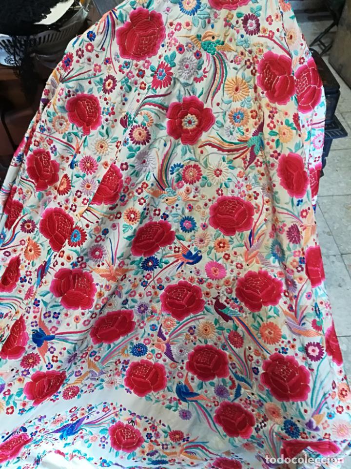 Antigüedades: Mantón antiguo muy bordado - Foto 7 - 161351782