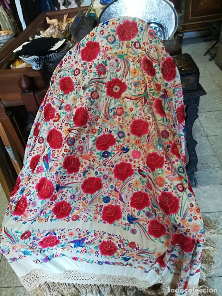 Antigüedades: Mantón antiguo muy bordado - Foto 8 - 161351782
