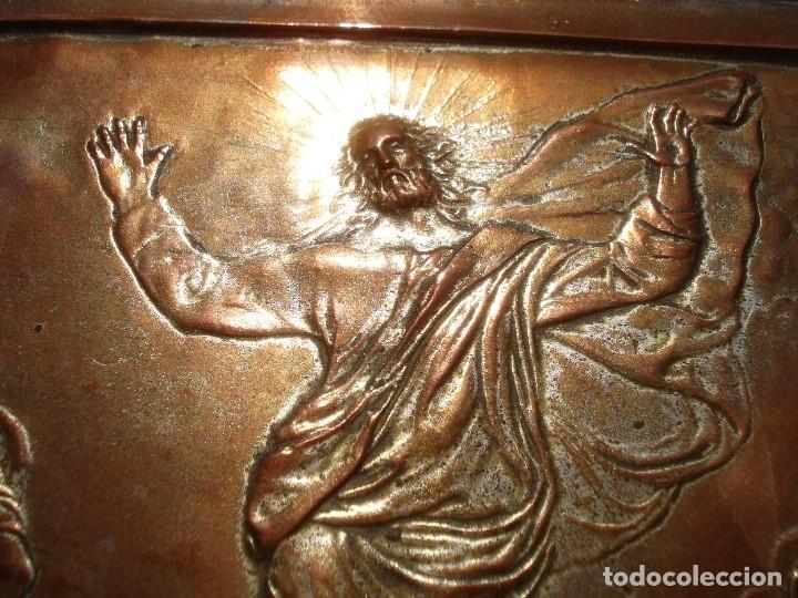 LA TRANSFIGURACIÓN DE RAFAEL COBRE BAÑADO EN PLATA (Antigüedades - Religiosas - Orfebrería Antigua)