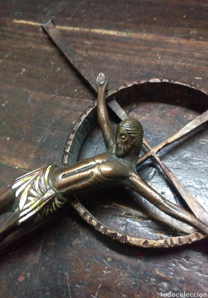 Antigüedades: CRUCIFIJO CRISTO ESMALTADO SOBRE CRUZ CELTA - Foto 4 - 161378762