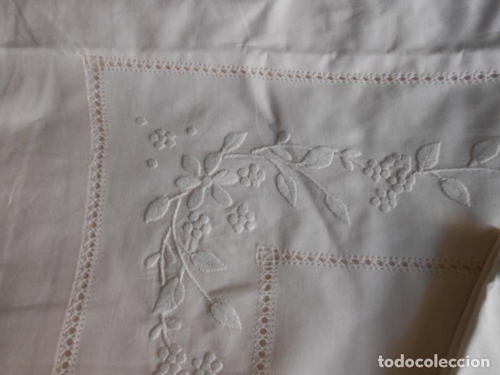 Antigüedades: Precioso juego 3 piezas sabanas bordadas a mano.Matrimonio.Años80.Beige muy claro,algodon puro.Nuevo - Foto 3 - 161385706