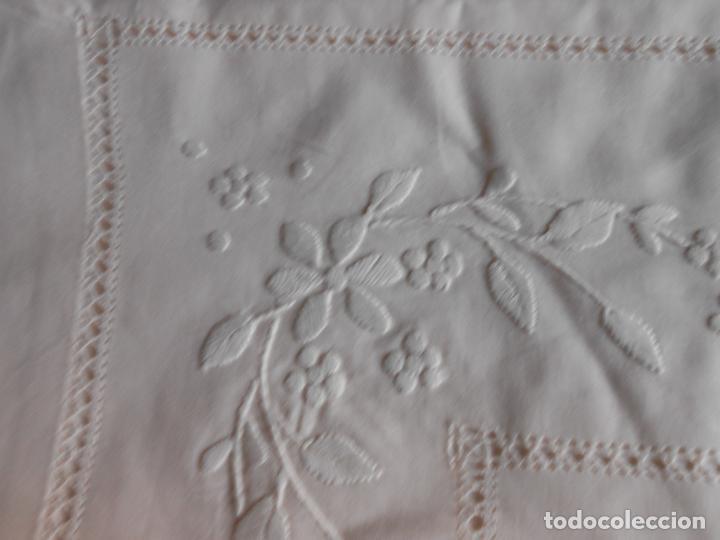 Antigüedades: Precioso juego 3 piezas sabanas bordadas a mano.Matrimonio.Años80.Beige muy claro,algodon puro.Nuevo - Foto 6 - 161385706