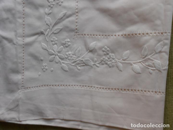 Antigüedades: Precioso juego 3 piezas sabanas bordadas a mano.Matrimonio.Años80.Beige muy claro,algodon puro.Nuevo - Foto 11 - 161385706