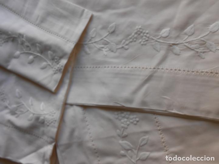 Antigüedades: Precioso juego 3 piezas sabanas bordadas a mano.Matrimonio.Años80.Beige muy claro,algodon puro.Nuevo - Foto 12 - 161385706