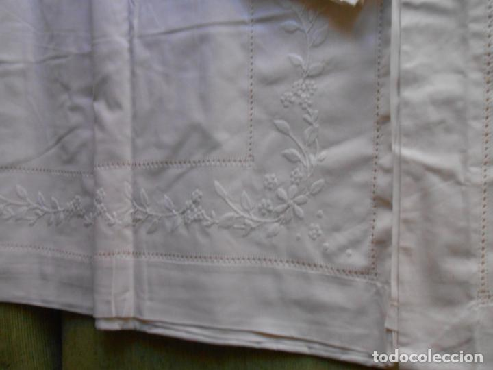 Antigüedades: Precioso juego 3 piezas sabanas bordadas a mano.Matrimonio.Años80.Beige muy claro,algodon puro.Nuevo - Foto 15 - 161385706
