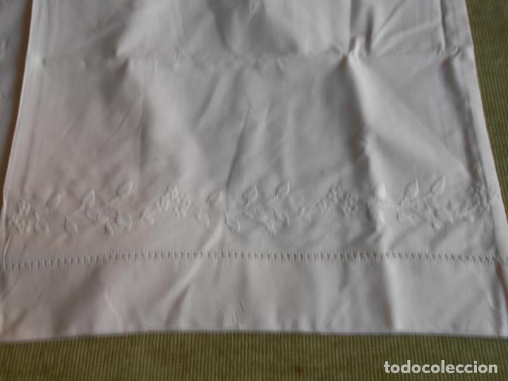 Antigüedades: Precioso juego 3 piezas sabanas bordadas a mano.Matrimonio.Años80.Beige muy claro,algodon puro.Nuevo - Foto 16 - 161385706