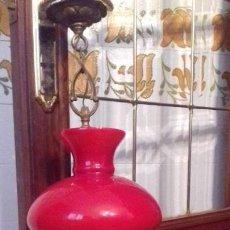 Antigüedades: ANTIGUA Y BONITA LAMPARA DE CRISTAL DE OPALINA, ROJA. VINTAGE DE LOS AÑOS 60.. Lote 161391290