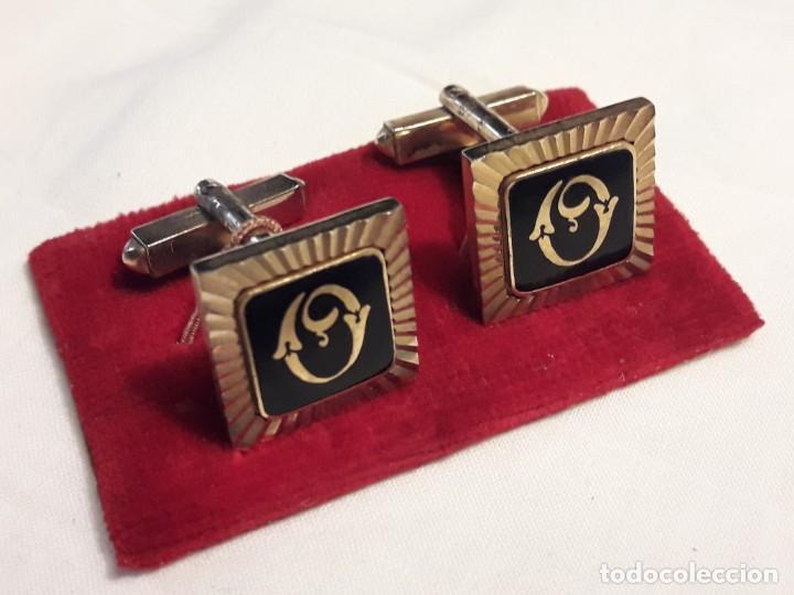 Antigüedades: Bellos gemelos con baño de oro y esmalte con inicial O - Foto 2 - 161407442