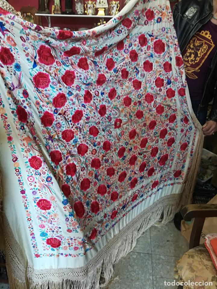 Antigüedades: Mantón antiguo muy bordado - Foto 11 - 161351782