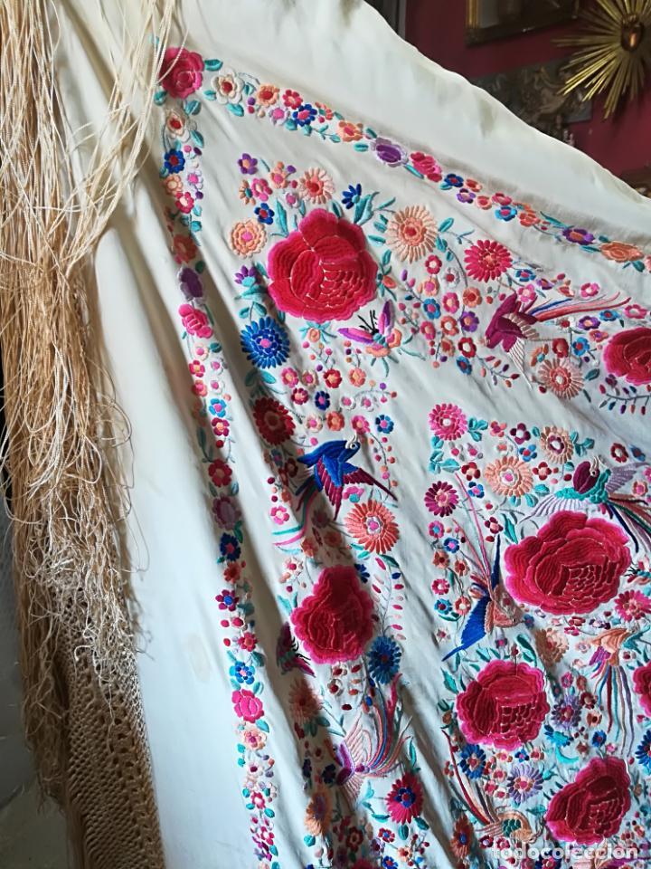 Antigüedades: Mantón antiguo muy bordado - Foto 13 - 161351782
