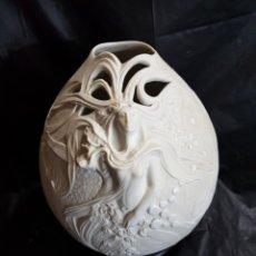 Antiquités: JARRON ARTDECO EN PORCENALA BISCUIT SIN FIRMA. Lote 161468253