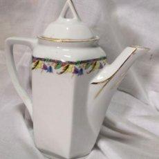 Antigüedades: CAFETERA - TETERA DE PORCELANA CON MARCAS EN LA BASE NUMERADA. Lote 161484110