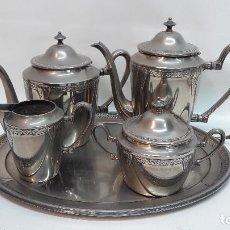 Antigüedades: ANTIGUO JUEGO DE CAFE TE EN METAL PLATEADO, HACIA 1900. MED. TETERA GRANDE 20X24 CM.. Lote 161541994