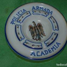 Antigüedades: RARO CENICERO POLICIA ARMADA CERÁMICA RIBESALBES GRANDE PINTADO A MANO FIRMADO FIGÁS. Lote 161591462