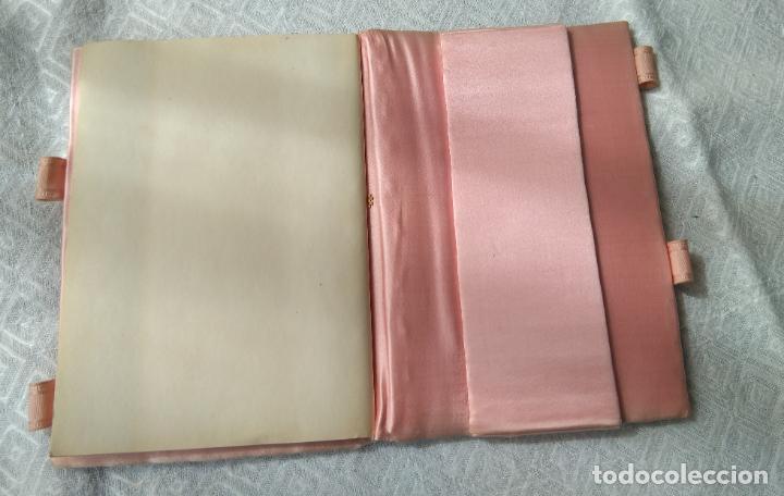 Antigüedades: Antigua agenda raso de seda y bordado de cartón troquelado.15x11 cm.sin uso. Final.S:XIX- Pps S.XX - Foto 2 - 161595842