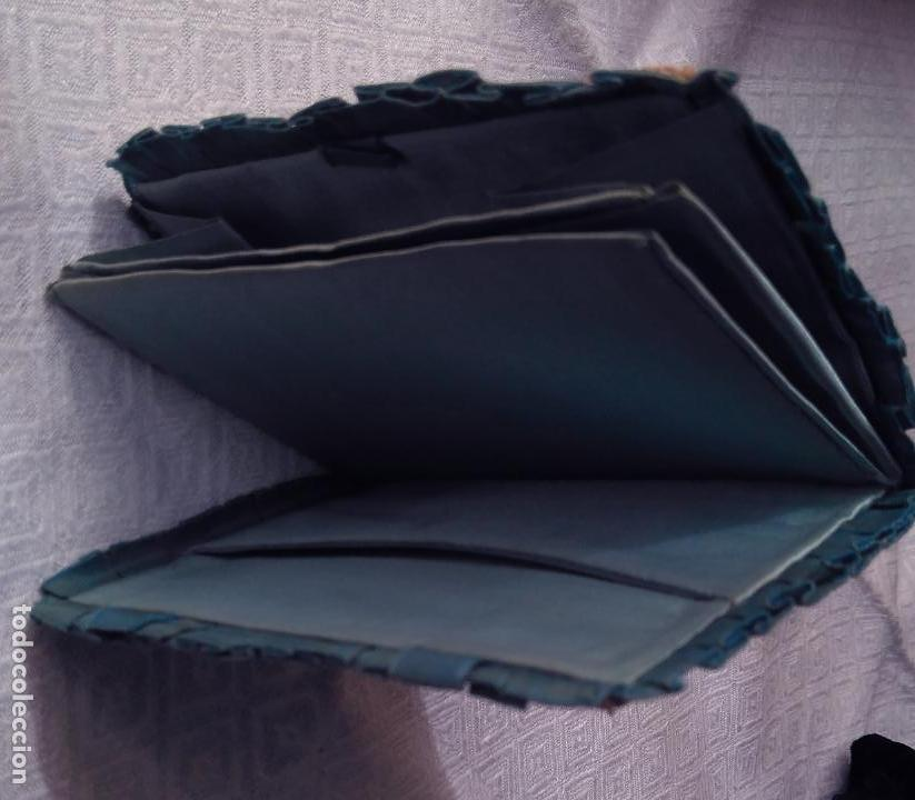 Antigüedades: Antiguo monedero raso de seda y bordado de cartón troquelado.13 X 9 cm. Final.S:XIX- Pps S.XX - Foto 2 - 161600358
